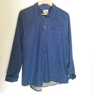 🌻2/$24 NWOT G.H. Bass Denim Button Down Shirt